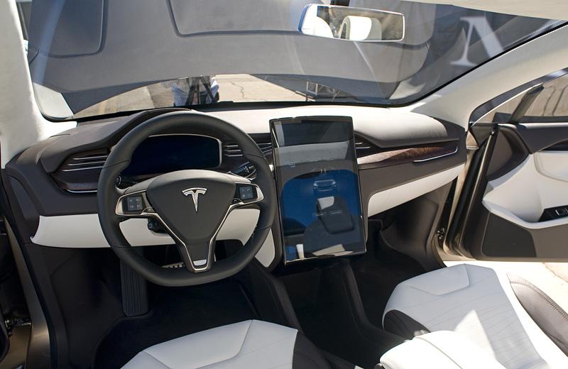 Tesla Model X - электрический кроссовер