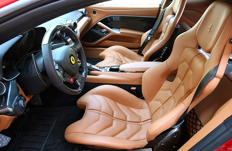 Ferrari F12 Berlinetta - инновационный дизайн от Pininfarina