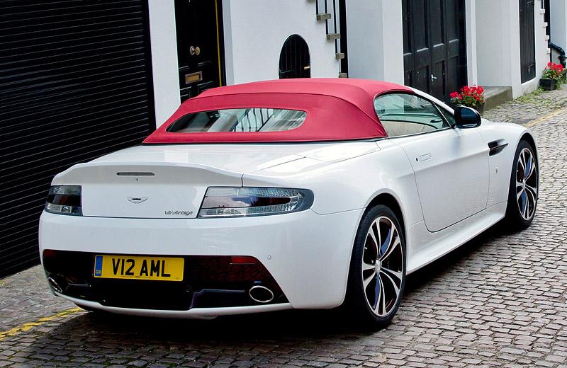 Выстраивается очередь за моделью родстера - Aston Martin V12 Vantage Roadster