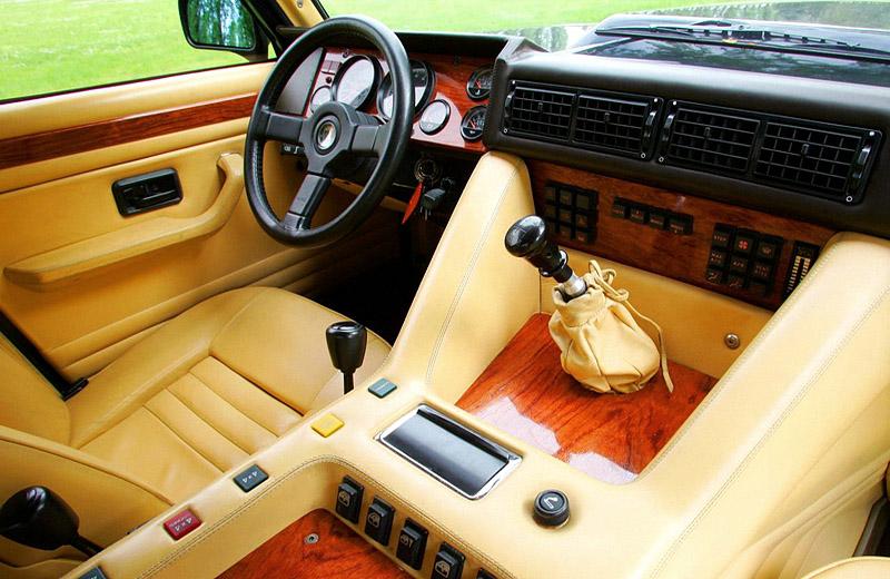 Lamborghini LM002: потомок тракторов с душой суперкара